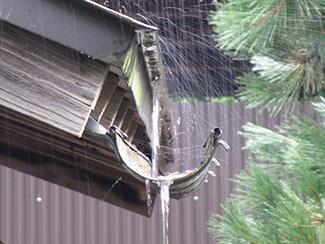 雨どい修理の写真